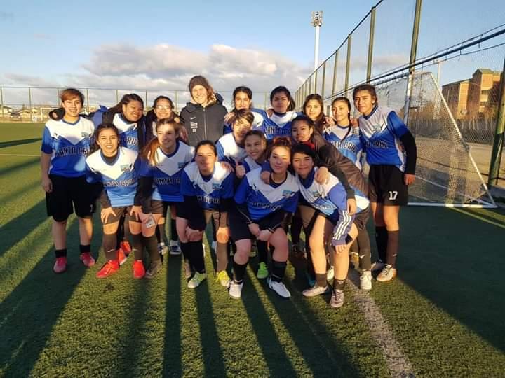 En Río Gallegos, junto con la Selección de Santa Cruz y la arquera de la Selección Argentina.