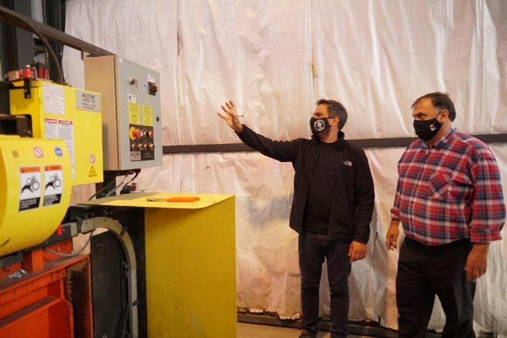 El ministro Juan Cabandie junto al intendente de El Calafate Javier Belloni, en la planta de tratamiento de residuos.