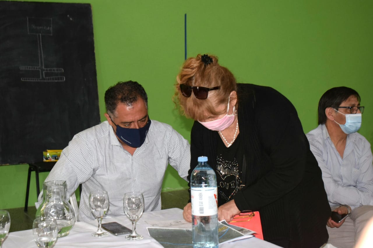 El vicegobernador encabezó reuniones por la falta de agua en Caleta Olivia. FOTO: NATALI VEGA / LA OPINIÓN ZONA NORTE.