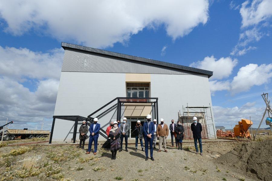 Trotta recorrió las instalaciones de la futura Escuela Industrial N° 6. FOTO: GOBIERNO SANTA CRUZ
