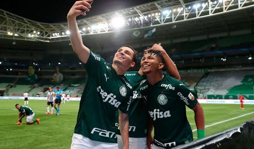 Selfie de Semifinal: Los jugadores festejaron el triunfo ante Libertad en cuartos.