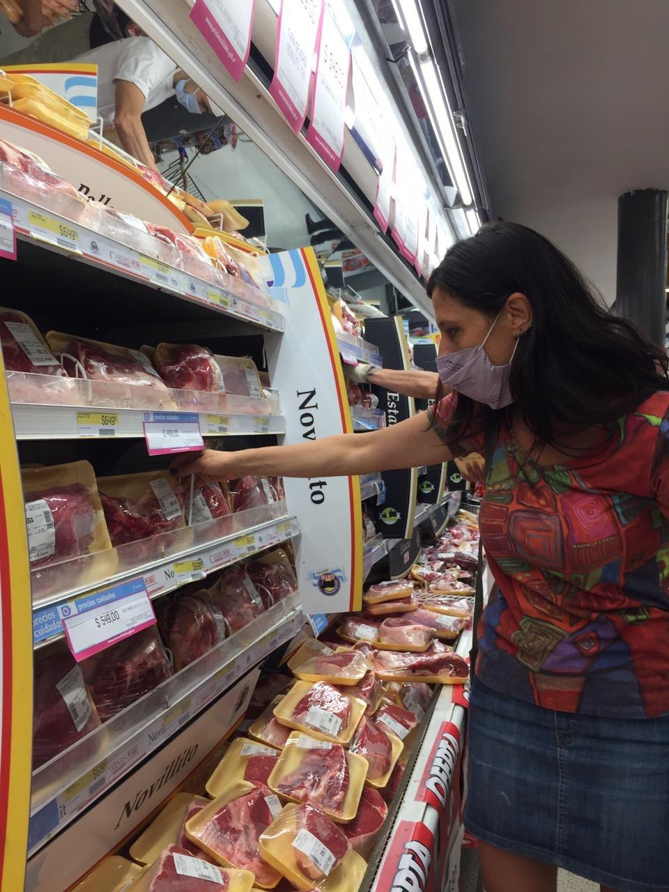 La secretaria de Comercio Interior, Paula Español, recorrió supermercados enel barrio porteño de Villa Crespo. FOTO: MINISTERIO DE DESARROLLO PRODUCTIVO