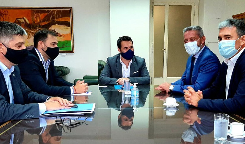 Darío Martínez, secretario de Energía y Mariano Arcioni, gobernador de Chubut, abordaron la situación de Energía del Sur en febrero.