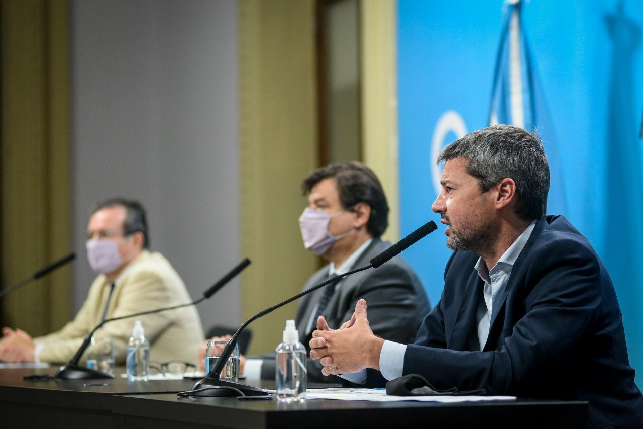 Matías Lammens, junto a Claudio Moroni y Tristán Bauer.
