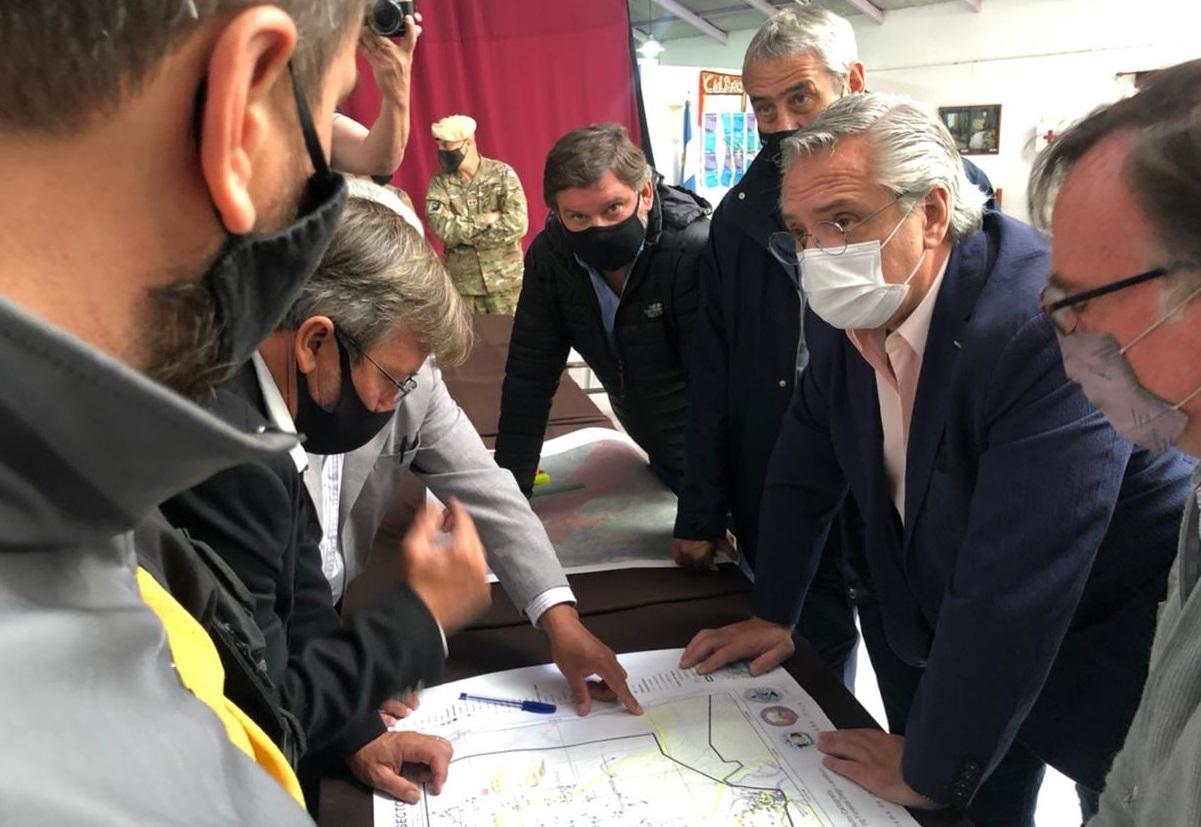 Alberto Fernández con intendentes de la zona afectada por los incendios.