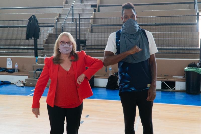 Alicia Kirchner con el estadounidense Kelsey Barlow. FOTO: GOBIERNO SANTA CRUZ