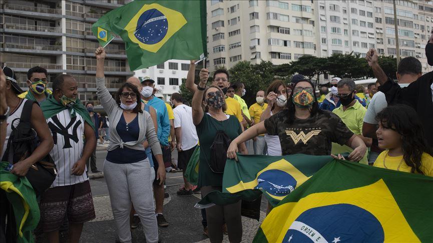 Bolsonaro criticó restricciones decretadas por estados de Brasil: