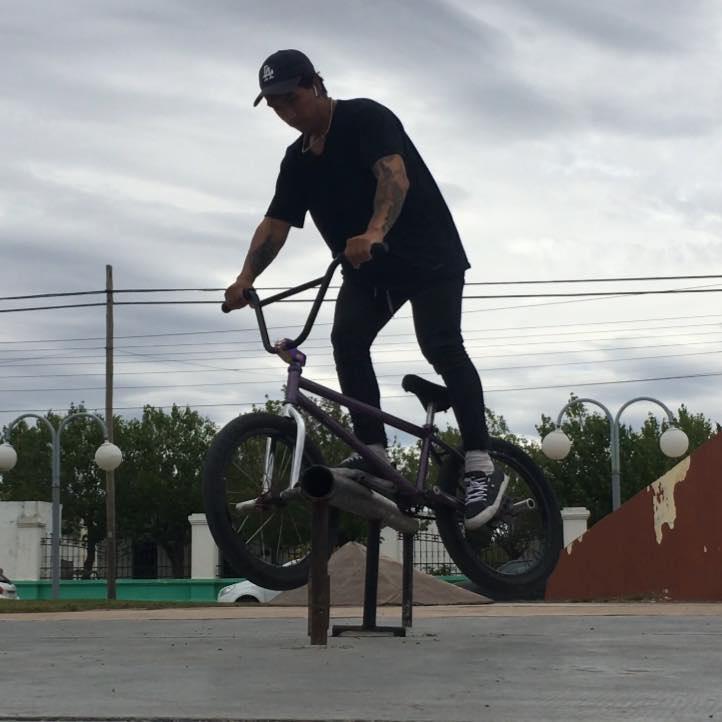 Jonathan Palma es conocido por su destreza en el BMX. FOTO: FACEBOOK