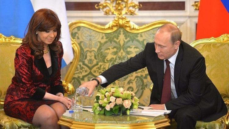 El 23 de abril de 2015 la entonces presidenta Cristina Fernández de Kirchner firmó con Vladímir Putin una serie de documentos de cooperación bilateral en los ámbitos comercial, inversiones, energético y técnico-militar entre otros.