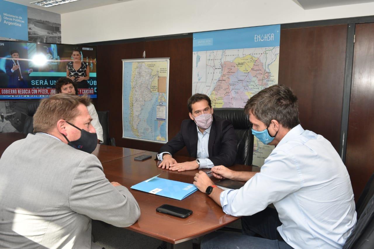 Juan Pablo Luque durante la reunión con funcionarios nacionales.