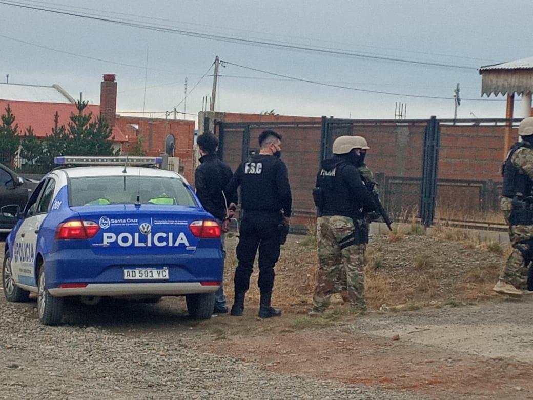 Uno de los dos jóvenes detenidos. Foto: Mirta Velásquez/La Opinión Austral