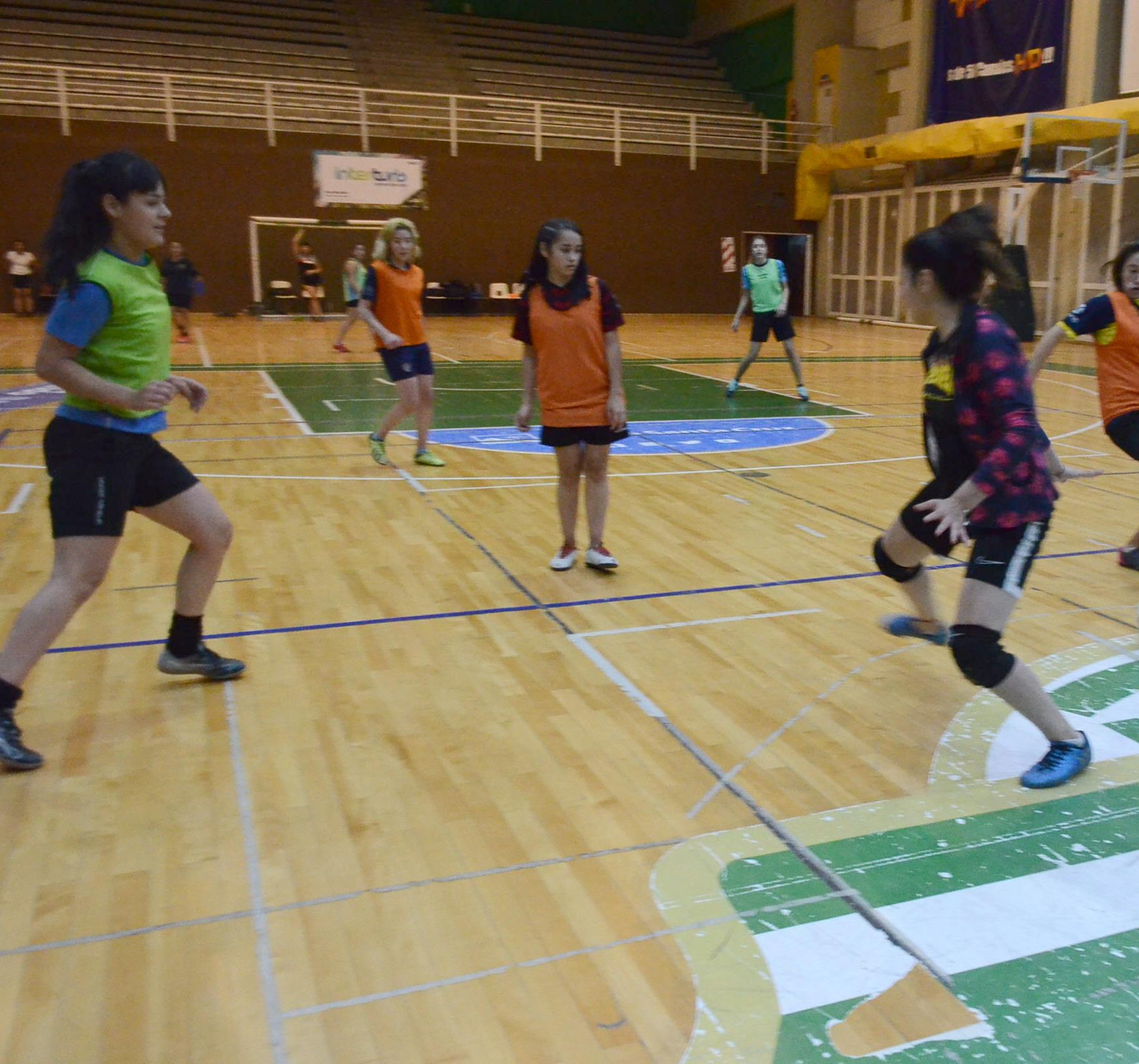Entrenamiento del Fútbol femenino. FOTO: JOSÉ SILVA / LA OPINIÓN AUSTRAL