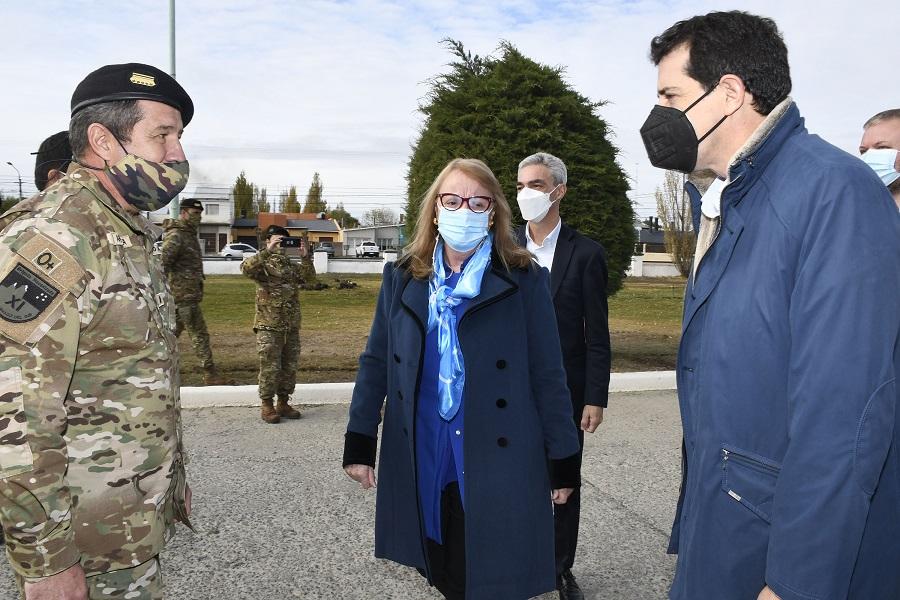 Los ministros también recorrieron el vacunatorio del Hospital Militar.