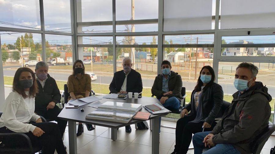 De izquierda a derecha: Rocío Campos, Daniel Copertari, Anahí Stettler, José Ferrero, Fermín Lavaque, Yamile Robles Aldauc y Claudio Kirchner.