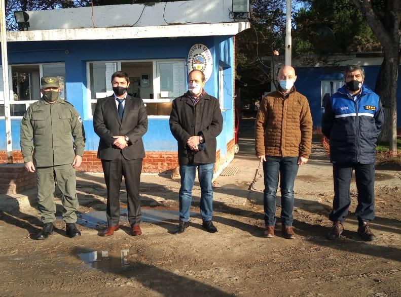Autoridades durante su recorrida.