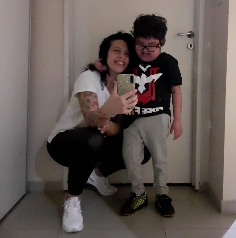 Nadia Bernasconi junto a su hijo Kalem en la Ciudad Autónoma de Buenos Aires.