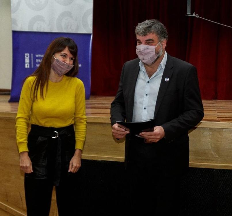 Silvina Córdoba (ministra de la Producción) y el intendente Gardonio. FOTO: GOBIERNO