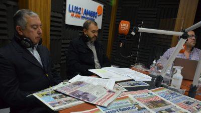 Roberto Leserovich y Hugo Órtiz, el día que visitaron los estudios de LU12 (FOTO: JOSÉ SILVA/LA OPINIÓN AUSTRAL)