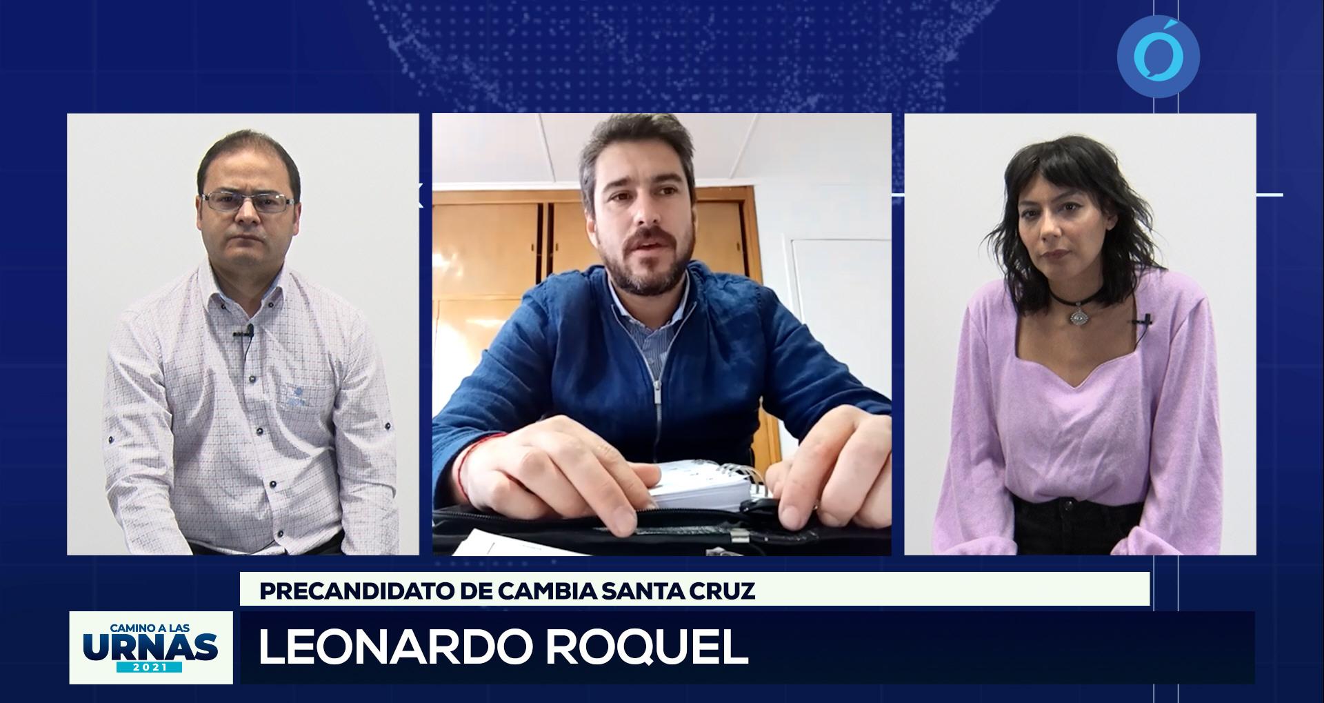 Roquel junto a los conductores Pablo Manuel y Sara Delgado.