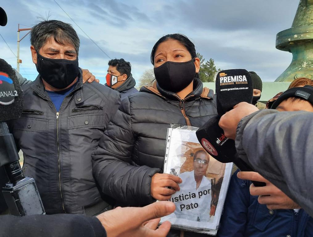 La concentración se realizó en el monumento 'El Gorosito'. FOTO: TAMARA CHAILE/LA OPINIÓN ZONA NORTE