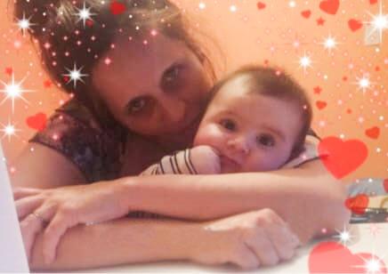 Ruth Leiva junto a su hijo Aarón cuando le diagnosticaron retraso madurativo.