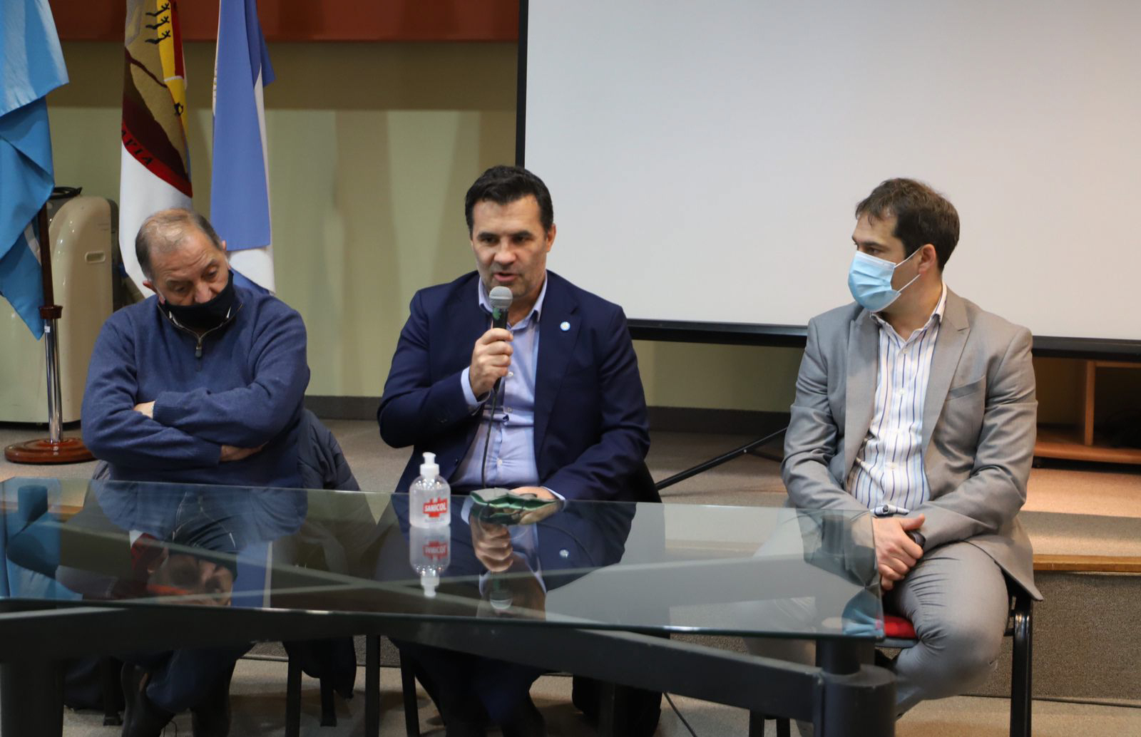 Martínez brindó una conferencia de prensa donde comentó sobre la Ley de Hidrocarburos.