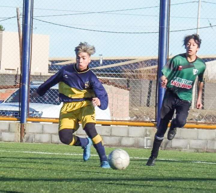 Marcos Borquez haciendo lo que tanto le gusta: jugar al fútbol.